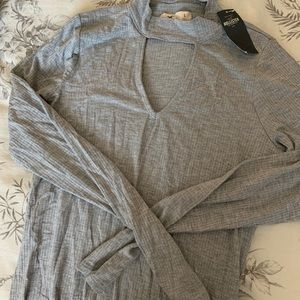 Hollister Ribbed Mockneck Keyhole Tee in Gray